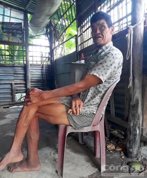 Ông Nguyễn Văn Y được đặt cho biệt danh 'người khổng lồ'.