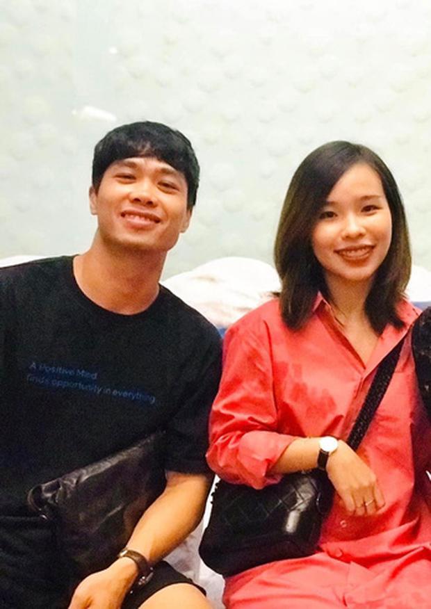 Lộ ảnh đời thường Viên Minh xinh đẹp, rạng rỡ cùng Công Phượng dự tiệc