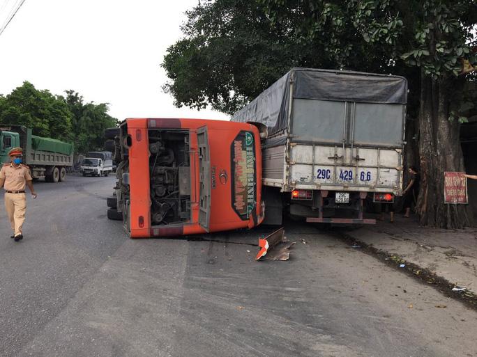 Hiện trường nơi xảy ra vụ tai nạn giao thông nghiêm trọng