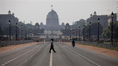 Đường phố vắng vẻ ở New Delhi ngày 22/3. Ảnh: Getty Images