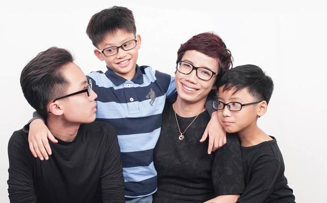 Chị Mai Anh và 3 cậu con trai đáng tự hào.