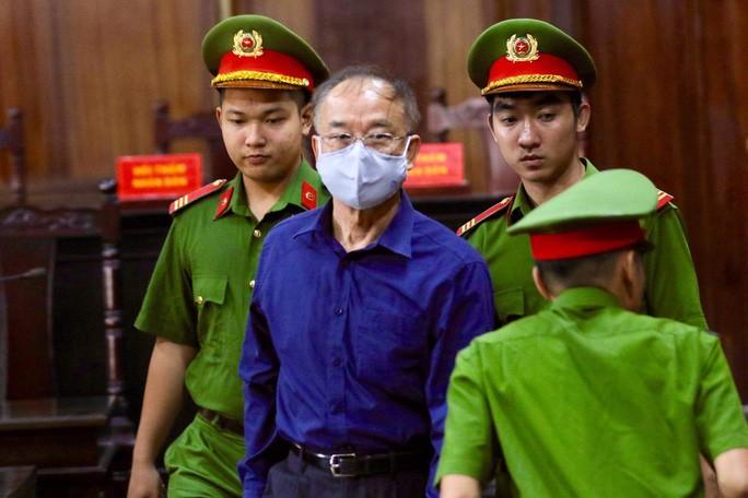 Bị cáo Nguyễn Thành Tài trong phiên tòa ngày 18-9 ((Ảnh: HOÀNG TRIỀU)