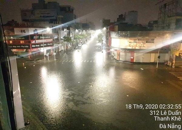 Khu vực trung tâm TP ngập ở nhiều nơi Lượng mưa lớn khiến nhiều khu vực quận Thanh Khê ngập cục bộ