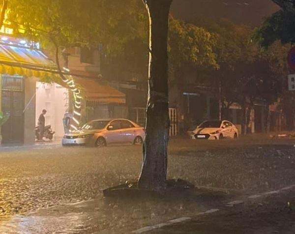 Nhiều người lo lắng cả đêm không ngủ trước khi bão số 5 đổ bộ