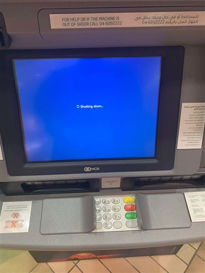 18. Thẻ của tôi vẫn đang ở trong máy thì cái ATM nó quyết định dừng hoạt động. Ơ là sao? Dư lào?