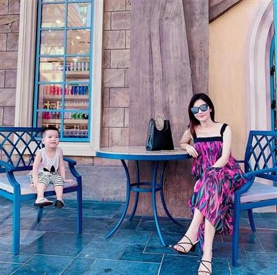 Thu Hương hạnh phúc bên con trai 3 tuổi.