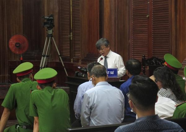 Luật sư bào chữa cho bị cáo Nguyễn Thành Tài nêu quan điểm phản bác đại diện VKSND
