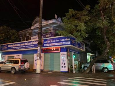 Công an Hà Tĩnh tiến hành khám xét trụ sở Công ty Cổ phần đầu tư trang thiết bị y tế Hà Tĩnh trong đêm 18/9.