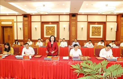 Ủy viên Trung ương Đảng, Phó Bí thư Thường trực Thành ủyNgô Thị Thanh Hằng trình bày báo cáo