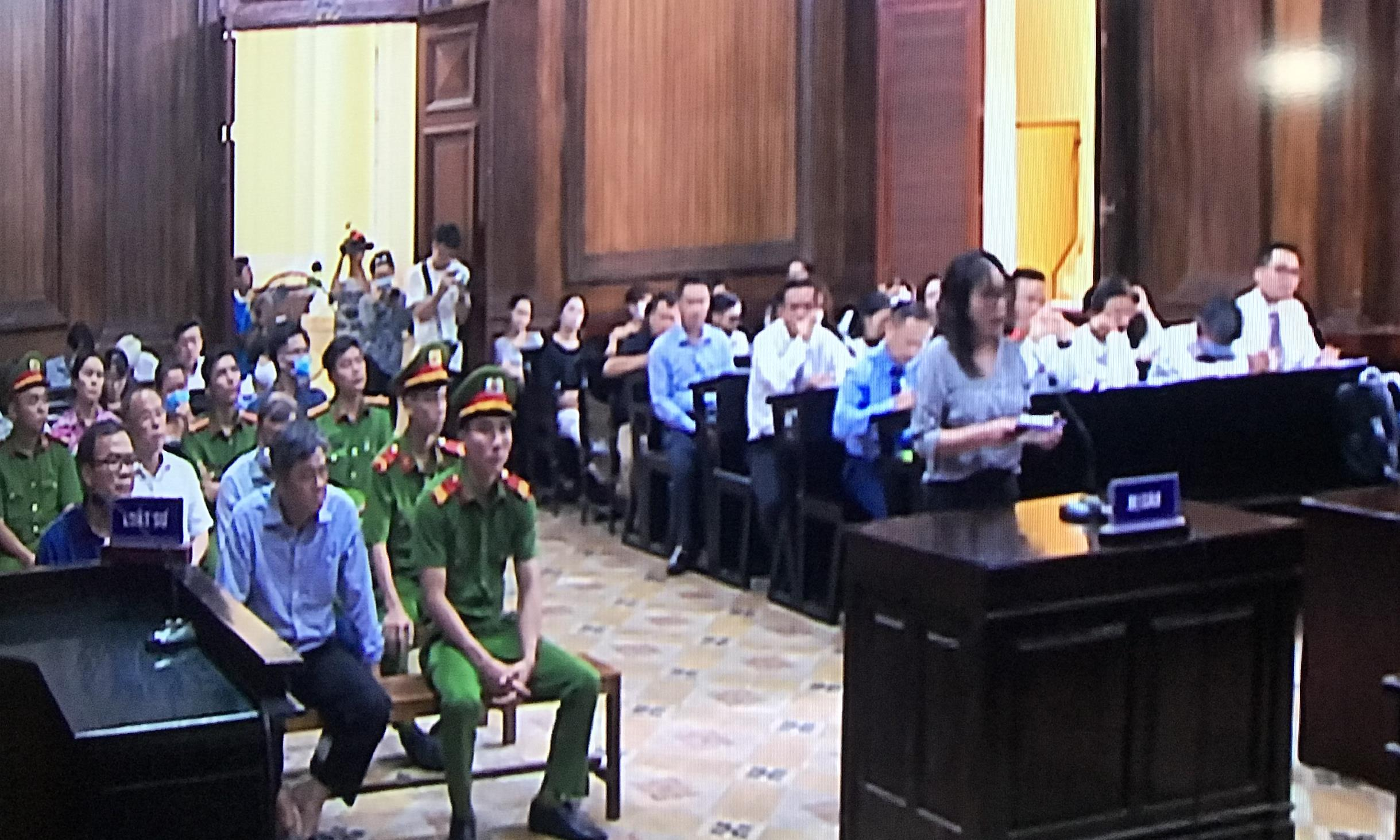 Bị cáo Lê Thị Thanh Thúy trình bày trước tòa sáng nay trong phần tranh tụng