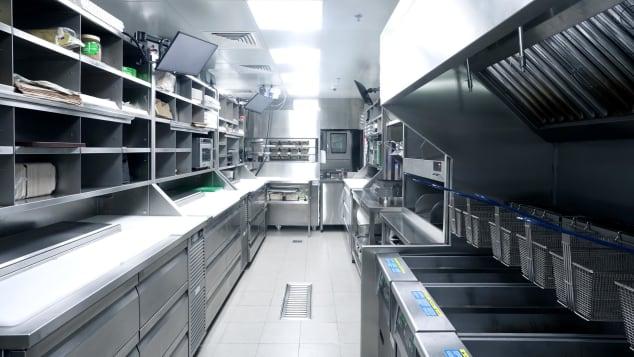 Bên trong một căn bếp đám mây Kitopi. Ảnh: CNN