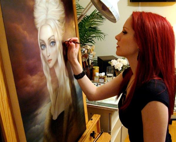 Lori Early là một nữ họa sĩ xinh đẹp nổi tiếng người Mỹ