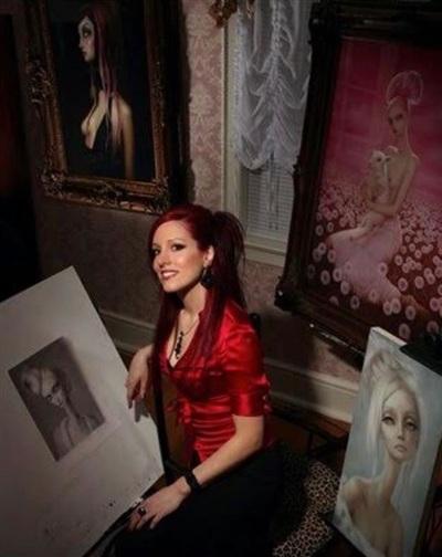 Lori tổ chức rất nhiều cuộc triển lãm tranh và trình diễn nghệ thuật cá nhân ở New York, Los Angeles, Seattle và London.