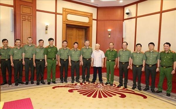 Tổng Bí thư, Chủ tịch nước với các thành viên Thường vụ Đảng ủy Công an Trung ương tại buổi làm việc.