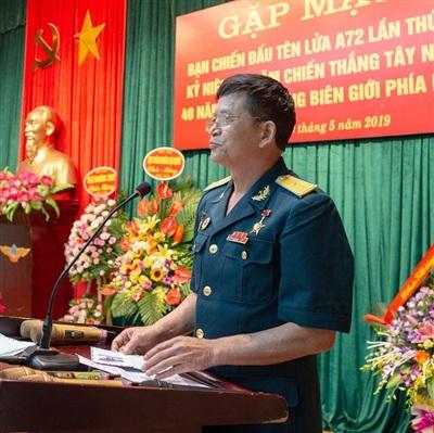 Anh hùng LLVTND Nguyễn Quang Lộc.Anh hùng Nguyễn Quang Lộc phát biểu trong một cuộc gặp mặt truyền thống Bạn chiến đấu tên lửa A72.