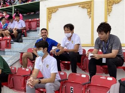 HLV Akira Nishinotheo dõi Thai League để tìm kiếm cầu thủ phù hợp