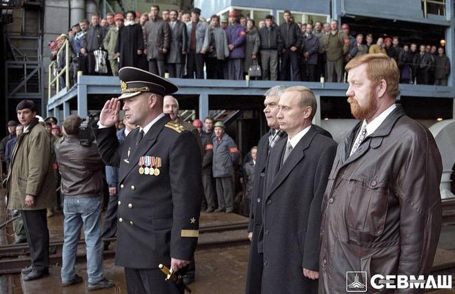 Ông Vldimir Putin tại lễ xuất xưởng của chiếc tàu ngầm 'Gepard', năm 1999. Ảnh: Sevmash
