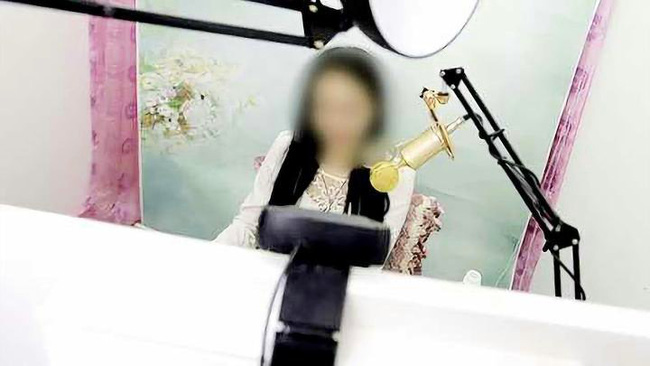 Hotgirl livestream họ Vương.
