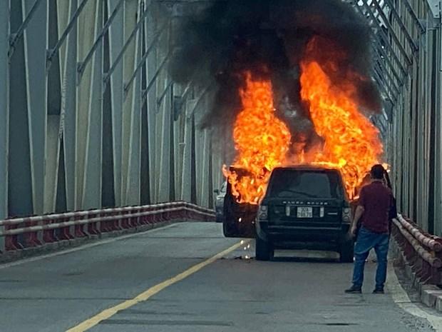 Hiện trường vụ cháy xe trên cầu Chương Dương (Nguồn: Otofun)