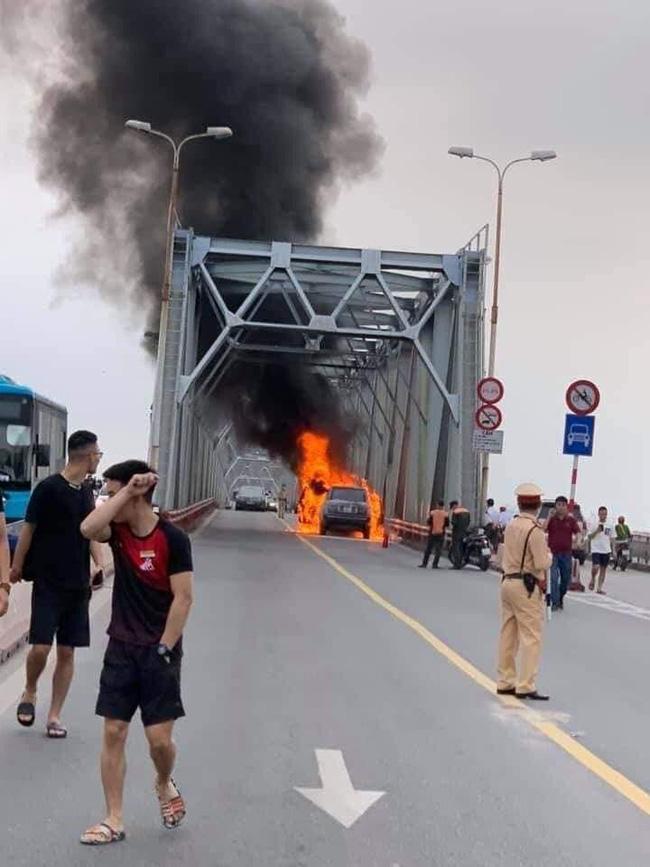 Vụ cháy làm giao thông tê liệt