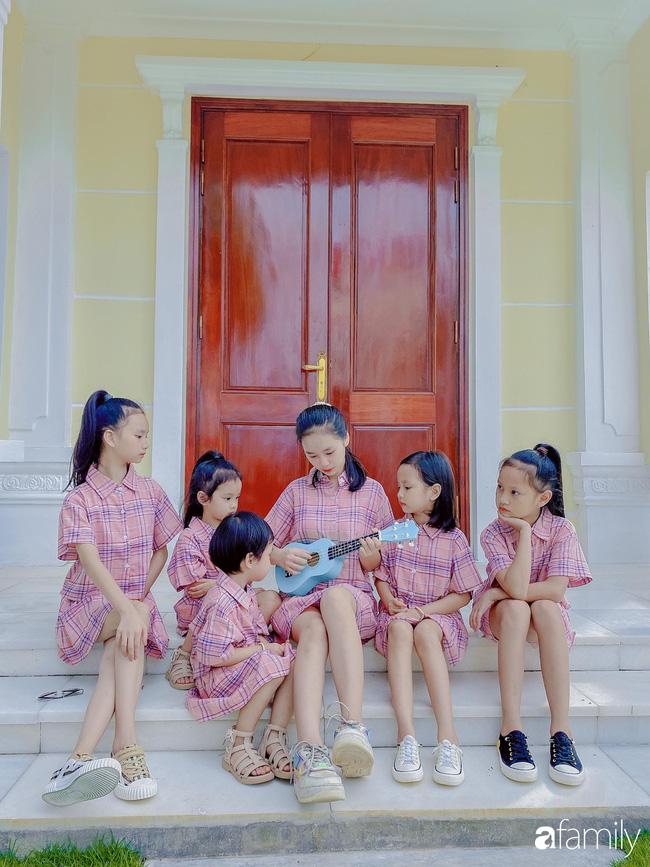 6 chị em rất ngoan ngoãn, đoàn kết, yêu thương nhau.