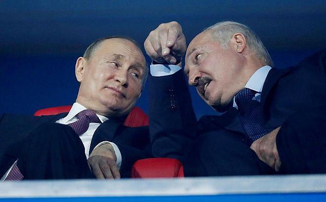 Cuộc khủng hoảng Belarus đang khiến Tổng thống Lukashenko và Tổng thống Nga Putin xích lại gần nhau hơn. Ảnh: Reuters