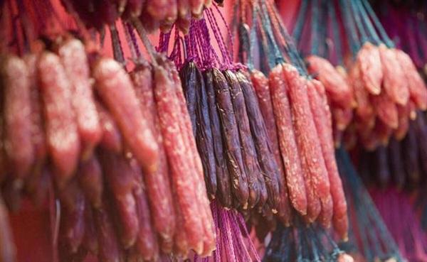 Các thực phẩm chế biến sẵn sẽ tạo gánh nặng cho gan...