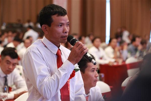 Nông dân tham gia buổi đối thoại đặt câu hỏi cho Thủ tướng Chính phủ