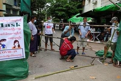 Myanmar nguy cơ hết chỗ cách ly. Ảnh: Reuters