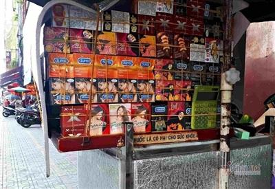 Tủ bán thuốc kích dục cho nữ của bà L. được ngụy trang bằng các sản phẩm hỗ trợ tình dục. (Ảnh: Nguyễn Sơn).