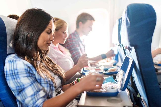 Hành khách trên máy bay.