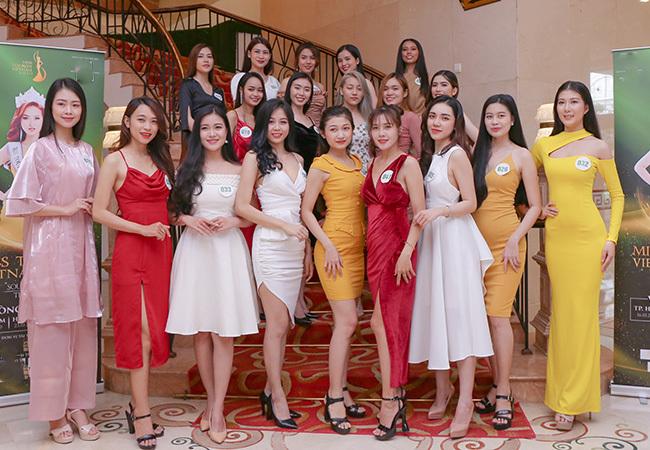 Chiều 16/10, vòng sơ khảo khu vực phía Nam cuộc thiHoa khôi Du lịch Việt Nam 2020 diễn ra tại TP.HCM. Gần 200 thí sinh đủ tiêu chuẩn dự thi lần lượt trình diễn trước ban giám khảo.