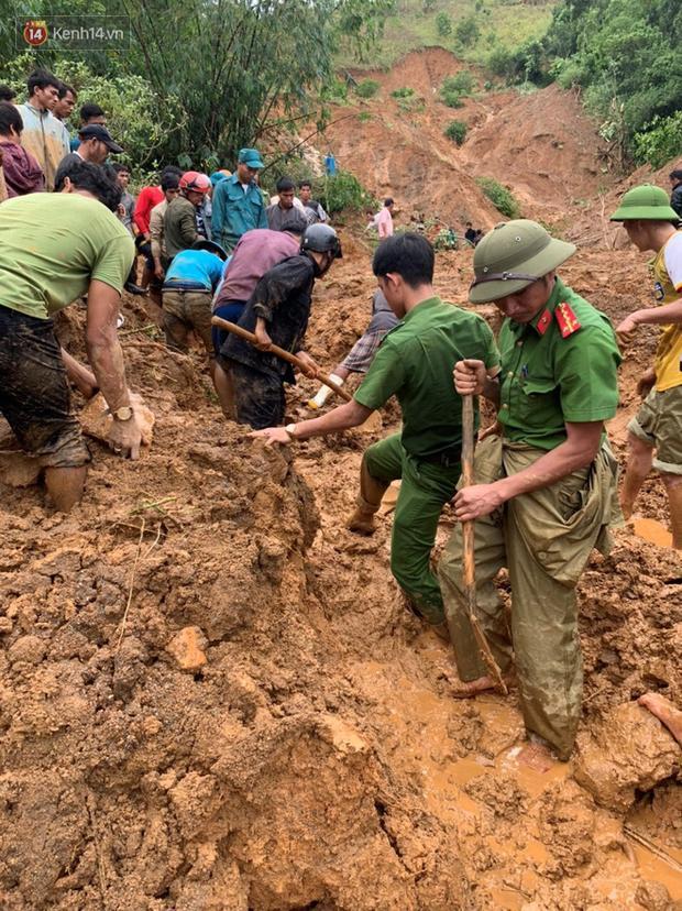 Trước đó, khoảng 18 giờ chiều 17/10, đã xảy ra vụ sạt lở đất vùi lấp căn nhà ông Hồ Văn Phơi (thôn Tà Rùng, xã Húc, huyện Hướng Hóa). Thời điểm xảy ra vụ việc, trong nhà ông Phơi đang có 6 người.