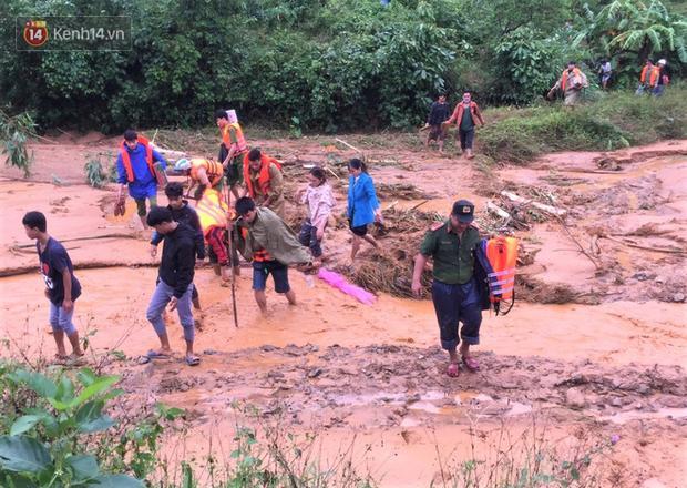 Lực lượng chức năng phải băng qua những con sông, suối để tiếp cận hiện trường. Trong lúc đi cứu nạn, thượng úy Trương Văn Thắng đã gặp nạn và hy sinh