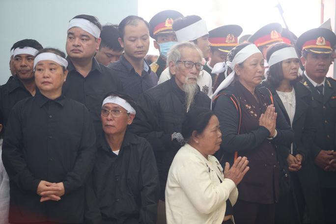 Thân nhân các liệt sĩ tại lễ tang