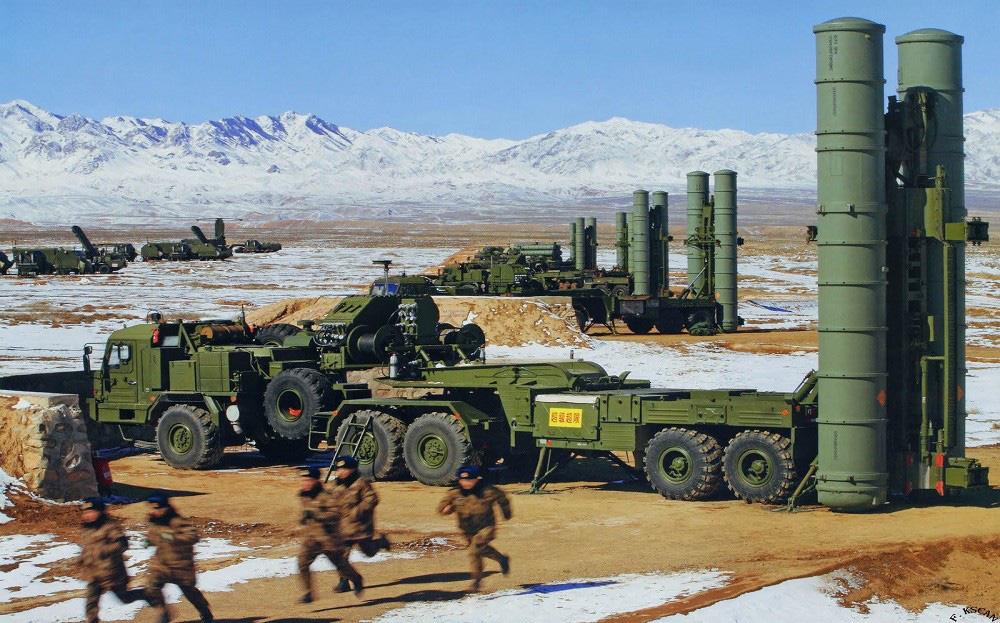 Tên lửa S-400 do Nga chế tạo.