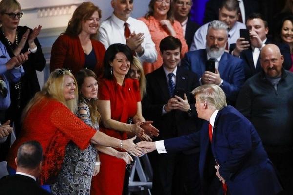 Tổng thống Donald Trump gặp gỡ người ủng hộ