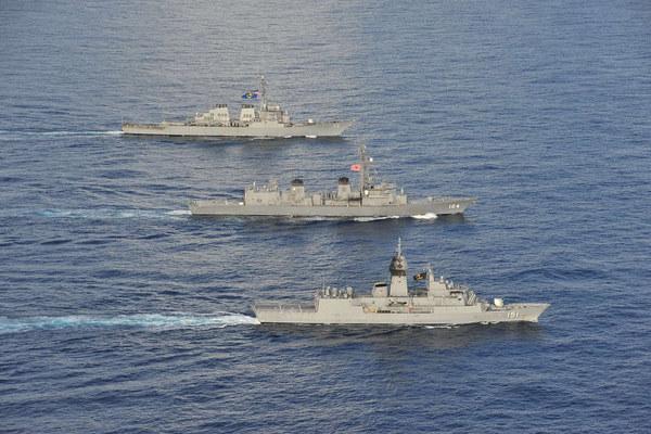 Đội hình chiến hạm Mỹ – Nhật – Australia đang tập trận ở Biển Đông. (Ảnh: Navy.mil)