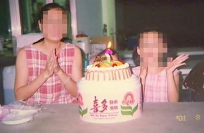 Vợ và hai con của Trương (cô con gái nhỏ bị bánh kem che khuất). Ảnh: Ettoday