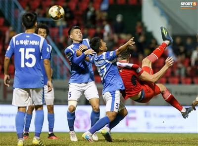 Cuối trận đấu, anh có tình huống ngả người móc bóng đẹp mắt nhưng không thành công. Dù có thành bàn, Memovic cũng chỉ giúp đội nhà rút ngắn tỷ số xuống 2-3