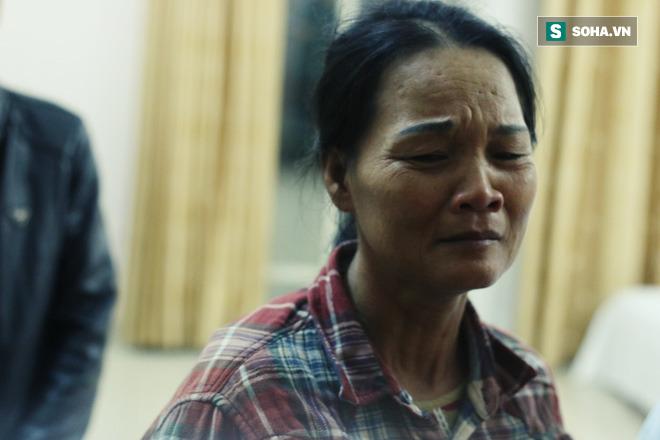 Bà Bình khóc thành tiếng khi nghĩ về cuộc gọi con dặn dò mình rất kỹ cách đây 5 hôm.