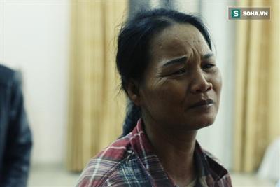 Bà Bình đi tìm con khi trong túi áo chẳng còn một đồng tiền.