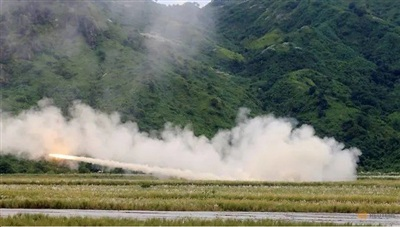 Mỹ phóng tên lửa HIMARS trong một đợt diễn tập ở Philippines năm 2016. Ảnh: Reuters
