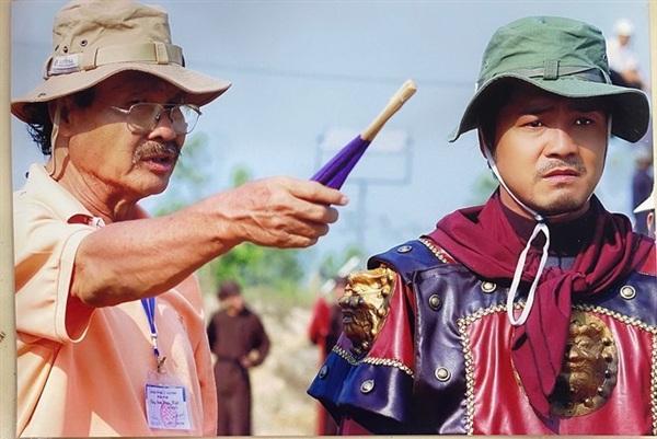 NSND Lý Huỳnh và con trai diễn viên Lý Hùng trên trường quay Tây Sơn hào kiệt – phim được Trung tâm kỷ lục Việt Nam chứng nhận là Bộ phim được dàn dựng hoành tráng nhất Việt Nam.