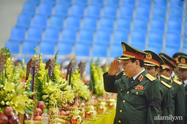 Đoàn Quân ủy Trung ương, Bộ Quốc phòng do Đại tướng Lương Cường, Bí thư Trung ương Đảng, Ủy viên Thường vụ Quân ủy Trung ương, Chủ nhiệm Tổng cục Chính trị làm trưởng đoàn vào viếng