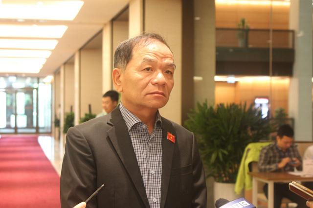 Đại biểu Quốc hội Lê Thanh Vân chia sẻ bên hành lang Quốc hội.