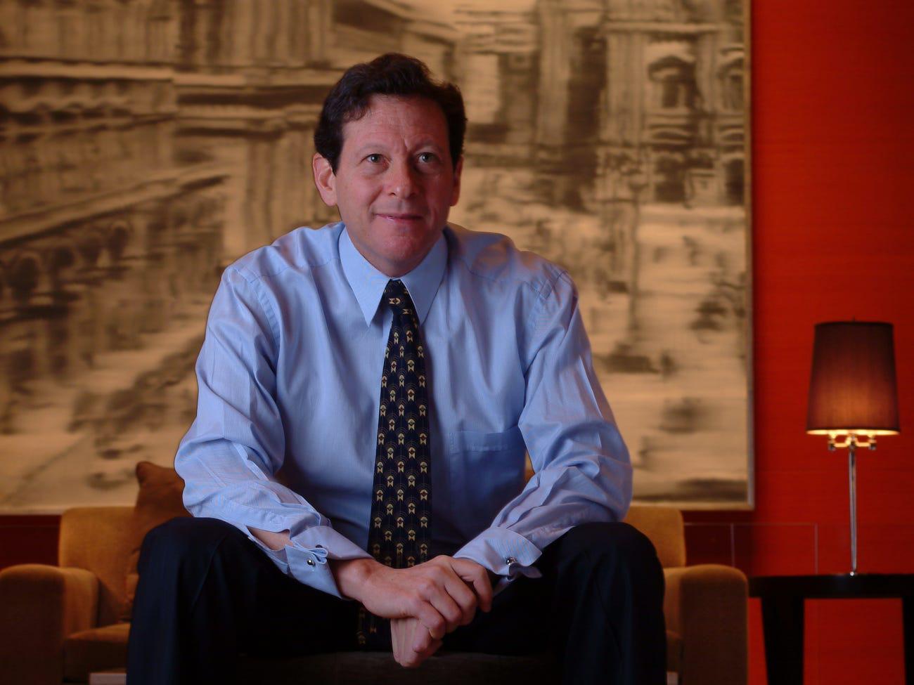 Tom Pritzker trở thành chủ tịch điều hành của Hyatt sau khi Jay qua đời.