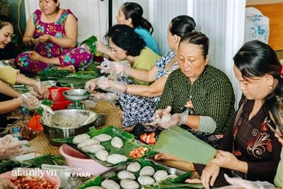Những người phụ nữ ở Cần Thơ đã tập hợp nhau cùng nghĩ ra loại bánh phù hợp hơn cho việc mang ra miền Trung.