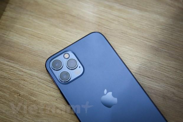 Smartphone này cũng được trang bị cảm biến đo khoảng cách LiDAR, một số tính năng chụp ảnh như chân dung trong chế độ tối và định dạng ProRAW. (Ảnh: Minh Sơn/Vietnam+)
