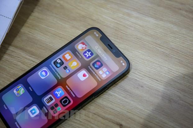 So với iPhone 12, iPhone 12 Pro có thêm camera thứ ba tiêu cự telephoto (52 mm), độ phân giải 12 MP. (Ảnh: Minh Sơn/Vietnam+)